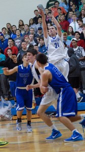 Saratoga senior Sean Grecco takes a shot above his teammate Alex Skaine and Shaker's Brian Hayes (#2) and Matt Woods.Sam Cherubin / Blue Streaks Basketball