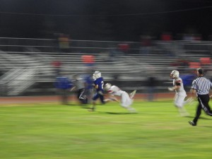 Saratoga's Luke Thompson (#2) runs for a touchdown during Friday's game.