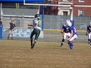Shen tight end Jay Park goes in for a field goal during Saturday's game.